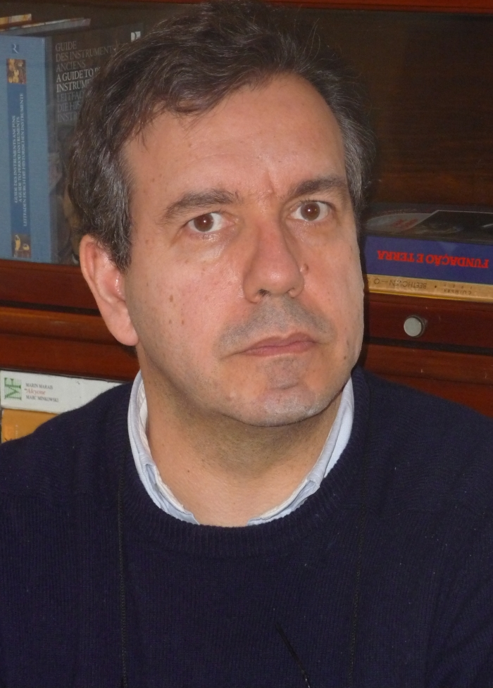 A photo of Henrique Oliveira