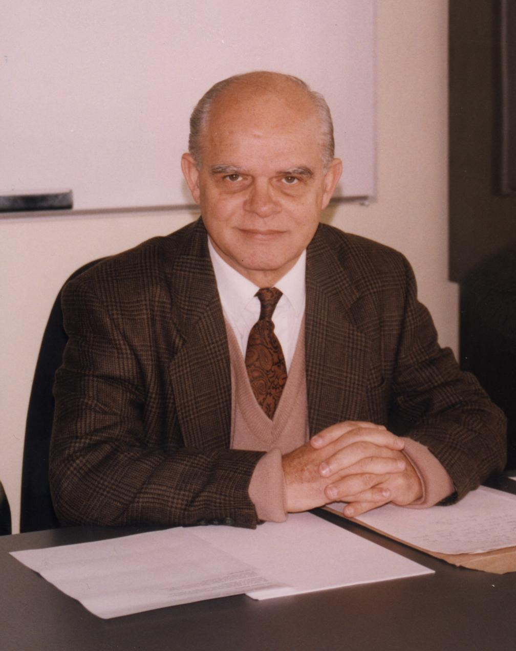 A photo of Waldyr Oliva